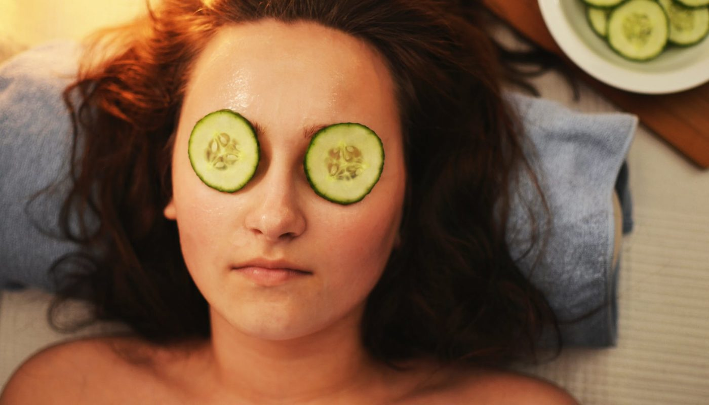 Skin_care_with_2_slices_of_cucumber