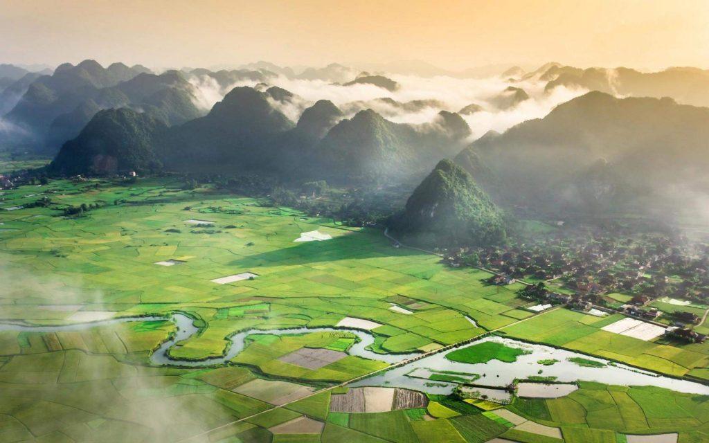 Hiking in Bac Son valley - Vietnam