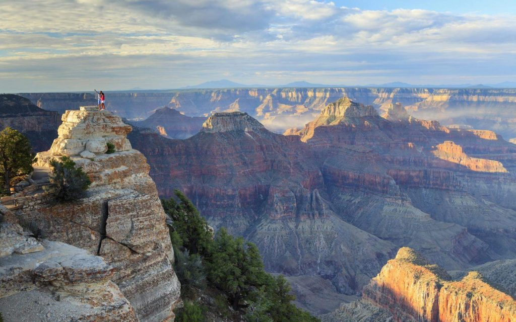 Admire the beautiful scenery of the Grand Canyon - USA