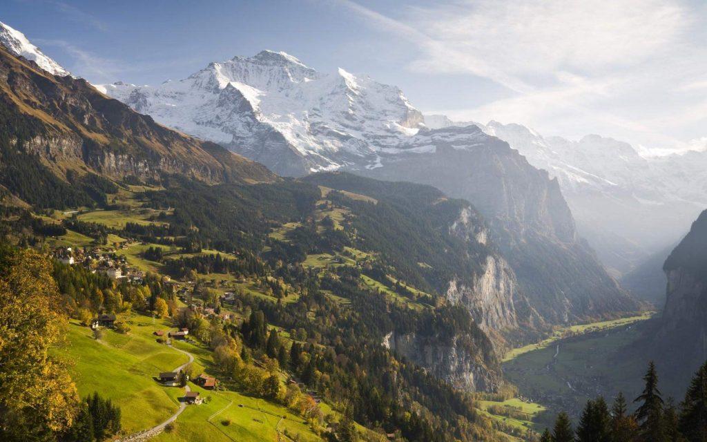 Play paragliding in Wengen - Switzerland