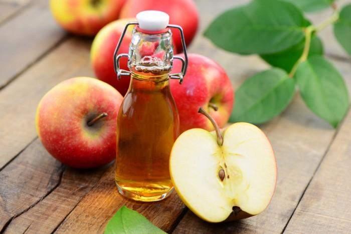 Tighten pores with apple cider vinegar