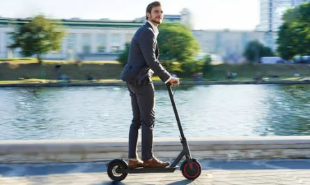 Bussinessman on Aovopro scoote