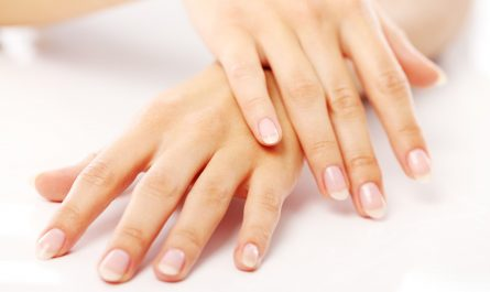 2 hands with beautyful nails